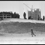 18_vladimir-sokolaev-novogodnyaya-snezhnaya-gorka-na-ulice-kirova.-novokuzneck.-1.01.1983