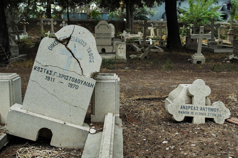 Христианское кладбище разрушенное во времена обострения отношений между двумя общинами. Гирне(Кериния) Северный Кипр.