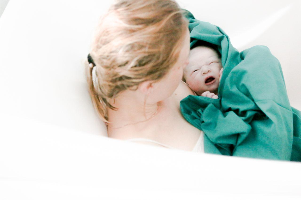 Наталья поддерживает во время родов