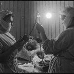 Берлин, май 1945г.Переливание крови в полковом медпункте.