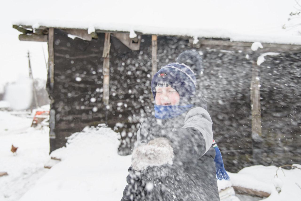 В холодную погоду Артем с Юлей гуляют немного, чтобы не подвергать мальчика риску заболеть.